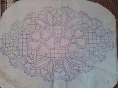 Grape Cluster Wonderful three-dimensional lace to wear on garments. Filet Crochet, Irish Crochet, Macrame Patterns, Lace Patterns, Embroidery Patterns, Needle Lace, Bobbin Lace, Romanian Lace, Types Of Lace