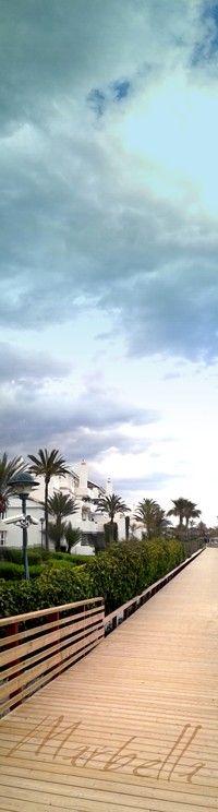 """Nueva pasarela en la Playa """"El Pinillo"""" en Marbella, España, donde dar un agradable paseo desde el Trocadero Arena (Salida Torre Real). Aquí existe un amplio parking. La foto esta tomada un día de tormenta. La zona contiene preciosas urbanizaciones ajardinadas y un campo de golf junto a la playa. (SAMSUNG DUOS Fbb 21-05-2013 19:41 ) by http://www.skindefenders.com team"""