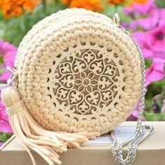 48 Creative Free Crochet Bag Pattern Ideas for This Year - Page 40 of 48 - Crochet Case, Free Crochet Bag, Crochet Purse Patterns, Crochet Motifs, Crochet Handbags, Crochet Purses, Fabric Tote Bags, Yarn Bag, Beaded Bags