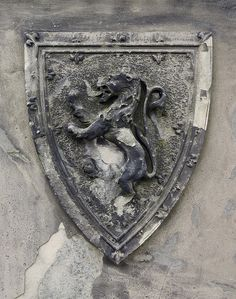 Crest of Scotland, on the statue of Robert the Bruce in Stirling