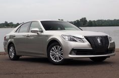 Toyota Crown Royal Saloon Hybrid [w/video]