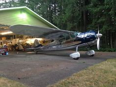 Cessna 195 Businessliner – Powered by: 1 × Jacobs R-755 Air Cooled 7-Cylinder, Radial Aircraft Engine, Rated at: 300 hp