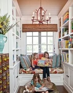 あなたのお家でも読書スペースは作れそうですか?ぜひこれを参考に使っていない空間を上手く使って、あなたたけの特別な読書スペースを作って、秋の読書を楽しんでください。きっとリラックスした素敵な時間を過ごすことができるはず。