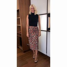 today's on skirt by knitwear by ❤️ Holly Willoughby Outfits, Holly Willoughby Style, This Morning Fashion, Holly Willoughby This Morning, Blonde Women, Work Wardrobe, Work Wear, Looks Great, Knitwear