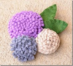 Fabric Bows and More: How to Make Felt Flowers by Infarrantly Creative Felt Flowers, Diy Flowers, Fabric Flowers, Paper Flowers, Flower Diy, Fabric Bows, Flower Ideas, Felt Diy, Felt Crafts