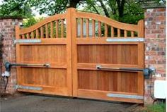 Wooden Gates with Bat 400 System mauer, Wood Fence Gates, Wooden Garden Gate, Garden Gates And Fencing, Wooden Gates, Diy Fence, Fence Ideas, Front Gates, Front Yard Fence, Entrance Gates