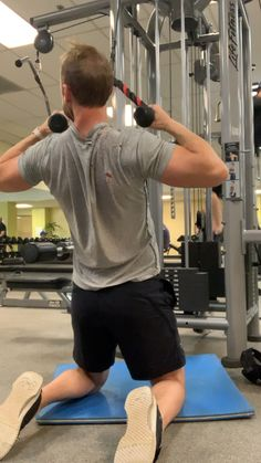 Back workout, Diy Abschnitt, Cable Workout, Gym Workout Videos, Fun Workouts, Back Workout Men, Biceps Workout, Bodybuilder, Academia Fitness, Fitness Gym, Weight Training Workouts