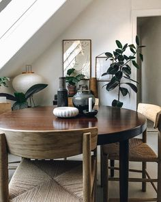Fredericia – The Chair by Børge Mogensen. Photo by Copenhagen Wilderness. - Home Page Dining Room Inspiration, Home Decor Inspiration, Sweet Home, Home Interior Design, Home And Living, Home Remodeling, Decoration, House Design, Furniture