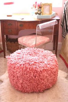 i want a pouf! but it would need to be a big pouf. a monstrous pouf! Do It Yourself Furniture, Diy Furniture, Music Furniture, Lucite Furniture, Do It Yourself Inspiration, Design Inspiration, Dusty Rose, Dusty Pink, Diy Pouf