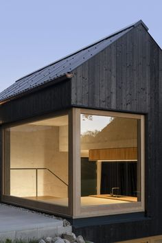 Black House: An extension near Munich designed by Buero Wagner - DETAIL - Magazine of Architecture + Construction Details Architecture Plan, Residential Architecture, Architecture Details, House Cladding, Timber Cladding, Houses In Germany, Tyni House, Black House Exterior, Timber Buildings