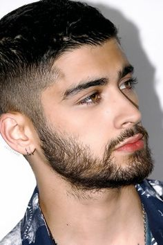 Image shared by Lvia Rodrigues Find images and videos about boy one direction and zayn malik on We Heart It the app to get lost in what you love Zayn Malik Photoshoot, Zayn Malik Hairstyle, Zayn Malik Pics, Black Hair Brown Eyes, Zayn Malik Style, Zayn Mallik, Niall Horan, Hair And Beard Styles, Hair Styles