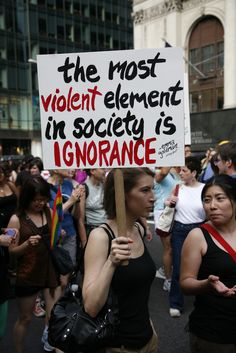The most violent element in society is ignorance.Emma Goldman        El elemento más violento en la sociedad es la ignorancia.Emma Goldman        Ignoreco estas la pri violenta elemento ol la socio.Emma Goldman