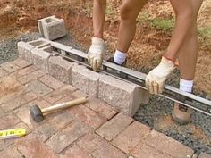 Building a retaining wall can be a big investment of time and money. Before you get started, learn these key tips to make sure your project is a success.