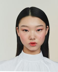 Bae Yoon Young photographed by Nicolas Kantor for Chanel Beauty - Makeup Tips Highlighting Chanel Make-up, Chanel Beauty, Chanel Makeup Looks, Foto Portrait, Portrait Photography, Best Beauty Tips, Beauty Hacks, Beauty Routine 20s, Skincare Routine