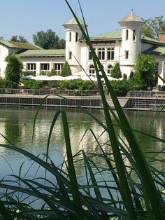 Sarah J. Loecker : Sketching at Hilmteich- My urban sketching outing to Hilmteich. Metal Trellis, White Building, Small Ponds, Garden Shop, Sarah J, Urban Sketching, Pavement, Perfect Place, Austria