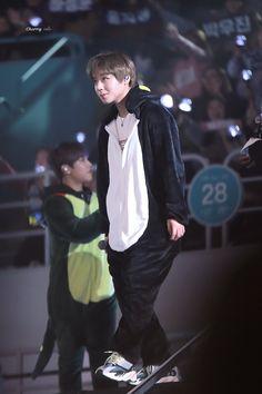 Jihoon in a penguin onesie~! Jinyoung, Minions, Baby Park, Inojin, Child Actors, Ha Sungwoon, Flower Boys, Seong, 3 In One
