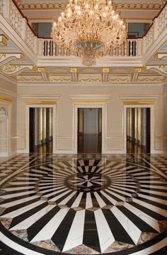 Just the beauty of marble and that of chandelier . Simply s Juste la beauté du marbre et celle du lustre… Simplement sublime. Marble House, Marble Floor, Marble Tiles, Tiling, Beautiful Architecture, Architecture Design, Carpet World, Entryway Chandelier, Les Artisans