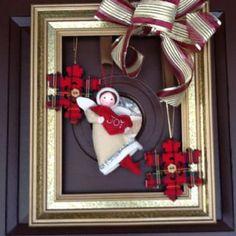 Christmas Picture Frames, Christmas Frames, Christmas Pictures, Christmas Lodge, Christmas Door Wreaths, Christmas Decorations, Picture Frame Wreath, Picture Frame Crafts, Handmade Christmas Crafts