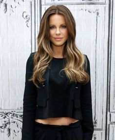 Kate Beckinsale I want this hair right now! Underworld Kate Beckinsale, Kate Beckinsale Hair, Hair Styles 2014, Curly Hair Styles, Down Hairstyles, Straight Hairstyles, Beautiful Celebrities, Beautiful People, British Costume
