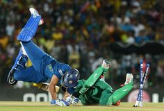 DIVING SHORT: Sri Lanka cricketer Tillakaratne Dilshan (L) is run out by South African cricketer AB de Villiers (R) during the ICC Twenty20 Cricket World Cup match between South Africa and Sri Lanka at The Mahinda Rajapaksa International Cricket Stadium in Hambantota on September 22, 2012.