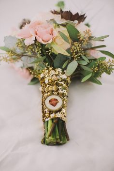gold sequin bouquet wrap, photo by Suzuran Photography http://ruffledblog.com/new-years-eve-cleveland-wedding #flowers #sequins #bouquetwrap