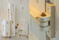 Fechos e dobradiças de madeira                                                                                                                                                                                 Mais