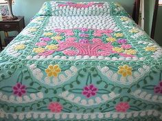 Vintage Bedspread, Bedroom Vintage, Vintage Textiles, Vintage Quilts, Chenille Blanket, Chenille Bedspread, Shabby Chic Bedrooms, Vintage Sewing Patterns, Bed Spreads