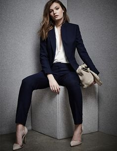 Love this - the suit, the shirt, the color of the shoes and bag.