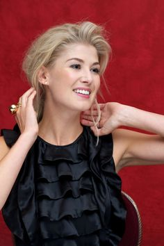 Rosamund Pike-such a beautiful and elegant woman