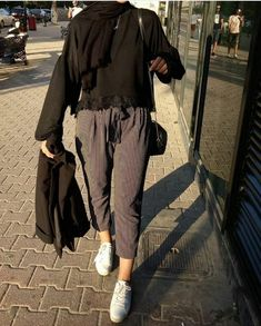 ZAFUL offers a wide selection of trendy fashion style women's clothing. Modern Hijab Fashion, Hijab Fashion Inspiration, Muslim Fashion, Modest Fashion, Korean Fashion, Fashion Outfits, Hijab A Enfiler, Casual Hijab Outfit, Hijab Chic