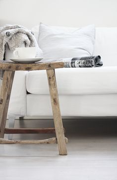 Details in Decorating: Rustic Wooden Stools * Kelly Bernier Designs My Living Room, Home And Living, Room Inspiration, Interior Inspiration, Interior Styling, Interior Decorating, Decorating Ideas, Design Rustique, Table Cafe