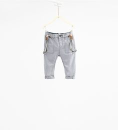 Spodnie z serży z szelkami.