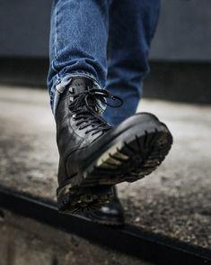 Winter boots? Yes, sir!  😎 #berock #readytorock #wearechanging #eurekashoes #madeinportugal #handmadeshoes #fashionisfun #stylegoals #localhandmade #leatherboots #black #jeans #military #militarystyle #militaryboots