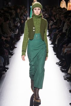 See the complete Hermès Fall 2017 Ready-to-Wear collection.
