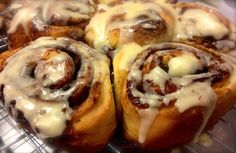 Delicious easy cinnamon buns- Making pink