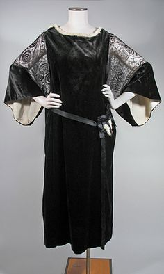 1920s Silk Black Velvet and Lace Dress with Ermine Trim