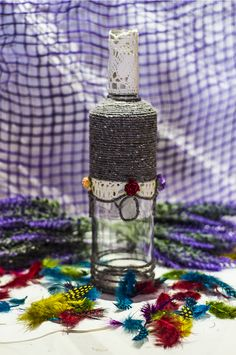 ~ click pe site pentru a cumpăra ~ ❁ ~ This is one of my noble vinegar decorated bottle ever. Whenever I'm watching at it, I'm thinking of a large and luxurious ballroom. Flower Vases, Flowers, Handmade Home, Dollar Stores, Twine, Vinegar, Vodka Bottle, Create Your Own, Mason Jars