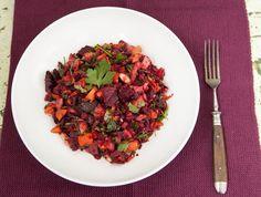 Dieser kernige Rote-Bete-Salat schmeckt großartig und ist in wenigen Sekunden fertig. Perfekt zum Grillen oder zu jeder anderen Gelegenheit