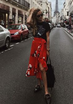 How to wear fall fashion outfits with casual style trends Skirt Outfits, Casual Outfits, Cute Outfits, Modest Fashion, Fashion Outfits, Fashion Ideas, T Shirt Rot, Look Girl, Inspiration Mode