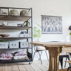 Industrieel interieur - bakkerskast - bakkersrek - industriële wandkast - trolley - Scandinavisch interieur - Vintage interieur - landelijk interieur