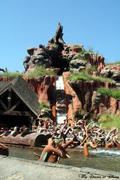 Celebrating Fall at Walt Disney World! This picture is of Splash Mountain, but in particular, look at how blue and clear the sky is! Disney World Florida, Disney World Parks, Disneyland California, Disneyland Resort, Splash Mountain, Disney Rides, Disney Magic Kingdom, Disney Home, Disney Vacations