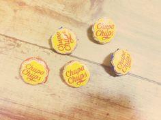 チュッパチャップスの袋を使った手作りボタンです。自分で作った作品などに付けてみては?|ハンドメイド、手作り、手仕事品の通販・販売・購入ならCreema。