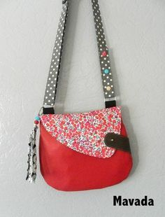 small cross body- great for days in the city sightseeing Chouette sac de Mavada