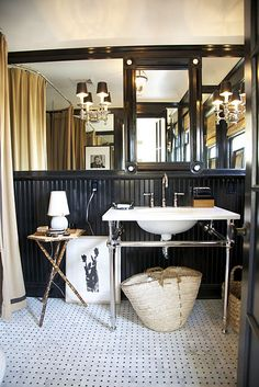 10 Exquisite Clever Tips: Black Wainscoting Dining Room wainscoting entryway bedrooms. British Colonial Style, Hollywood Hills Homes, Masculine Bathroom, Interior, Bathroom Design, Wainscoting Styles, Dining Room Wainscoting, Wainscoting, White Bathroom