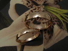 * wedding rings   oogst-sieraden * Trouwringen * Roodgouden bolle ringen met hamerslag * Maatwerk *