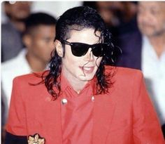 Mj pulled back hair I Call Your Name, Michael Jackson Bad Era, King Of Music, Jackson Family, Music Icon, Rare Photos, Beautiful Soul, Popular Culture, American Singers