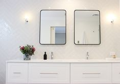 Contemporary luxe with feature barn door, herringbone tiles and black mirrors Bathroom Showrooms, Bathroom Renovations, Dream Bathrooms, Beautiful Bathrooms, Boutique Bathroom, Herringbone Tile, Black Mirror, Mirrors, Tiles