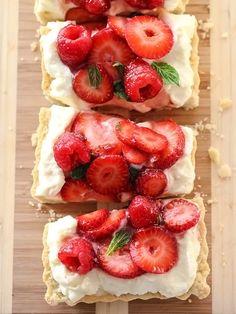 e8ec39f70 Berry Tart With Lemon Curd Mascarpone Bolachas, Doces E Sobremesas,  Laranja, Frango,