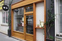 유럽의 감성충전을 할 수 있는 런던과 파리여행 숨겨진 스팟 : 네이버 포스트 Cafe Interior, Shop Interior Design, Cafe Design, Store Design, Old Town Cafe, Mini Cafe, Small Cafe, Cafe Shop, Cozy Corner