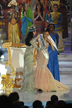 New Miss World, Megan Young (C) from the Philippines is congratulated by outgoing Miss World Yu Wenxia (L) after winning the crown, at the Miss World 2013 finals in Nusa Dua, in Indonesia's resort isl Miss Philippines, Philippines Travel, Megan Young, Beautiful Inside And Out, Most Beautiful Women, Miss World 2013, Miss Monde, Miss Pageant, Miss France
